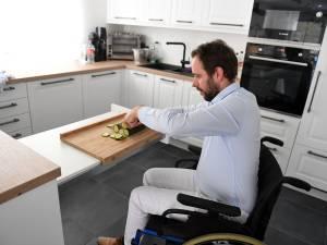 """MS-patiënt Jan Heremans (37) huilt tranen van geluk en daar heeft hij een goede reden voor: """"Drie jaar geleden kon ik mijn benen niet eens opheffen, en zie mij nu bezig"""""""