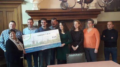 Voormalige PWA schenkt cheque van 4.300 euro aan project 'wijk-werken'