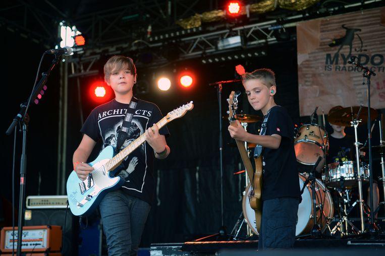 """Mats, Jasper en Vincent - drie broers uit Kessel-Lo - met """"My Dog is Radioactive"""", zes jaar geleden op het Dorpsfeest in Haasrode, mogen dit jaar terug opdraven"""