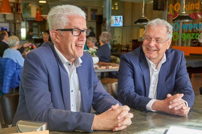 De ex-wethouders Matthie van Merwerode (links) en Gerrit Overmars. Vanaf nu gaan ze allebei verder als eenmansfractie in de Udense gemeenteraad.