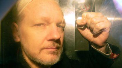 Julian Assange verschijnt in Londen voor rechter