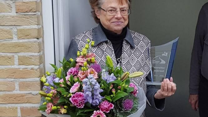 Wijkraad zet ontslagnemend voorzitter in de bloemetjes