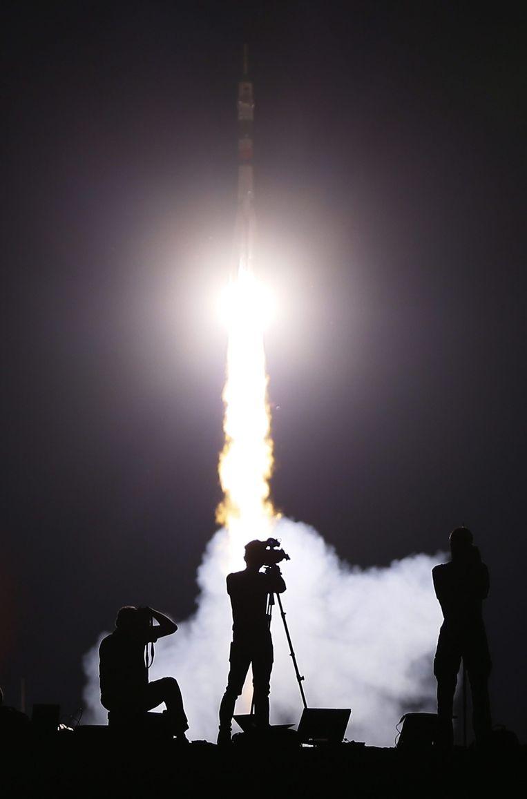 Fotografen leggen de lancering van Sojoez TMA-17M raket vast. Beeld epa