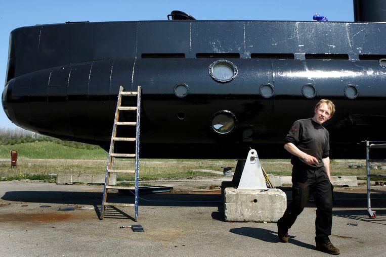 Peter Madsen bij zijn duikboot in 2008.  Beeld AP