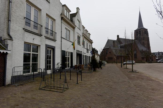 Het tienjarig bestaan van Den Boogaard wordt overstemd door commotie rondom het ontslag van voormalig beheerder Cees de Laat.