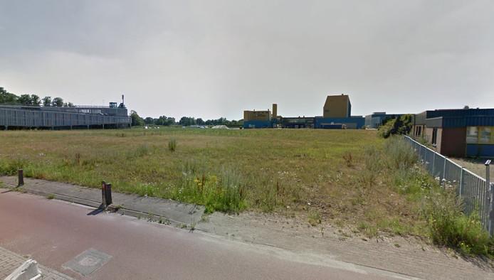 Op dit terrein was het Columbiz Park gedacht. Op de achtergrond de silo van drogerij Schaffelaarbos.