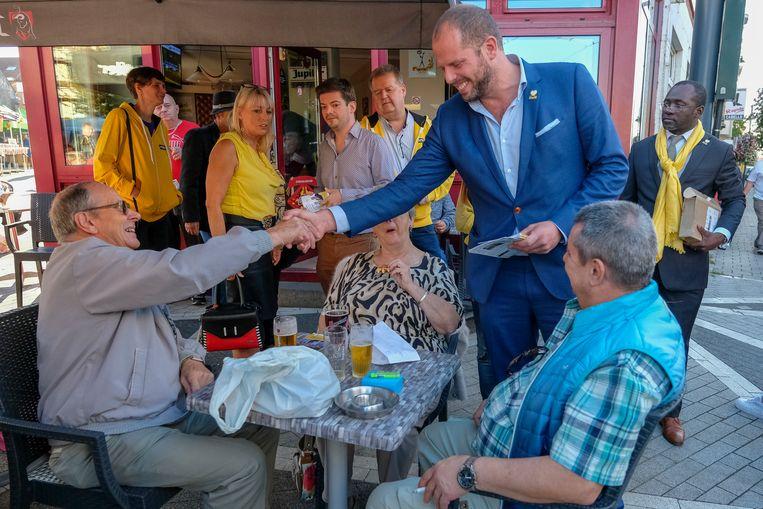 Francken schudt zoveel mogelijk handjes in Sint-Agatha-Berchem