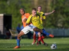 Overzicht amateurvoetbal: Van den Hoven grote man bij Waspik, Kruisland wint van VOAB