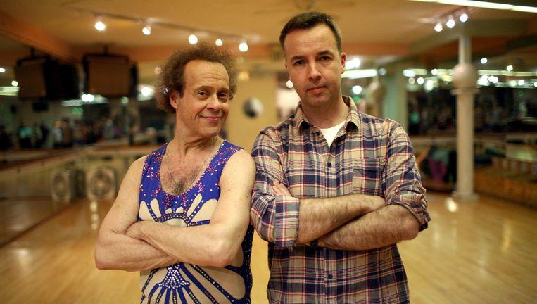 Fitnessgoeroe Richard Simmons en presentator Jacques Peretti. Beeld BBC/Fresh One Productions/Brendan Easton
