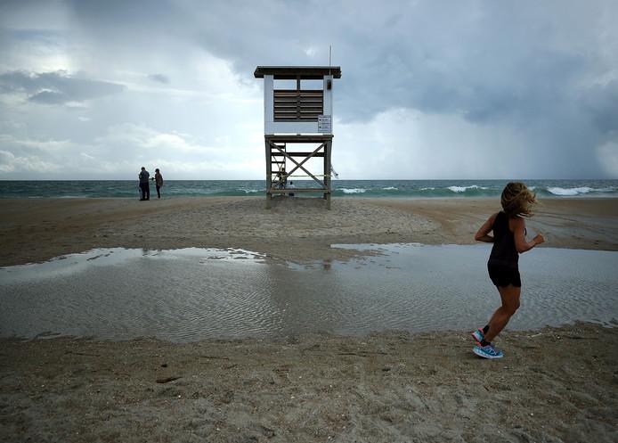 Er worden huizenhoge golven en enorme hoeveelheden regen verwacht