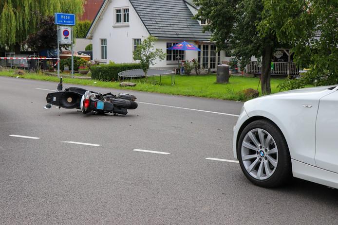Ongeval tussen auto en scooter in Hedel