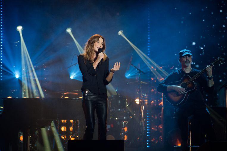 Carla Bruni Tedeschi onlangs tijdens een optreden in Parijs.  Beeld Redferns