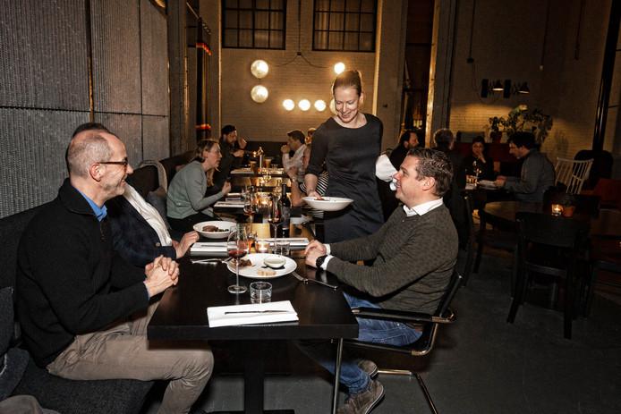 Restaurant De Zagerij is gevestigd in de voormalige fabriek van Pastoe: een unieke locatie aan de Vaartsche Rijn, met een spannend interieur.