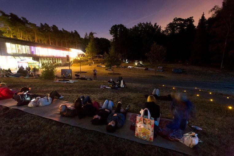 De bezoekers genoten in alle rust van de sterrenhemel.