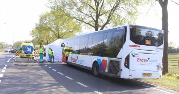 Fietser overleden na aanrijding met stadsbus in Schijndel.