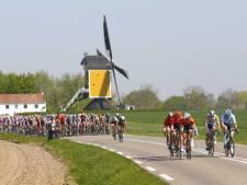 LIVE   Van der Lijke in kopgroep, peloton trapt op rem