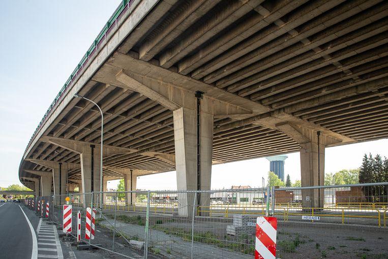 """""""Wanneer er wel een veiligheidsrisico is dan nemen we onmiddellijk maatregelen, zoals aan het viaduct van Gentbrugge"""", zegt Wegen en Verkeer."""