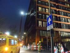 Brand in appartement aan de Kortenaerkade, twee mensen naar het ziekenhuis