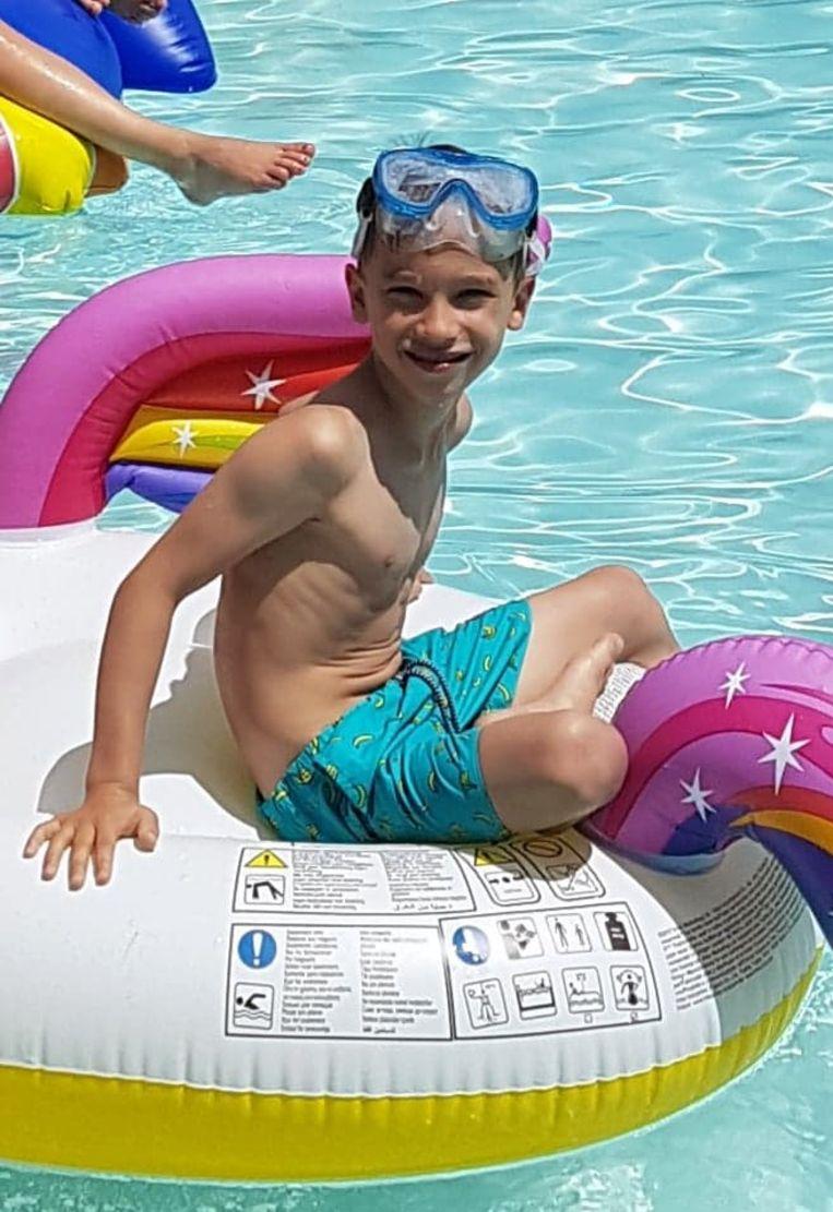 Vic (6) was op vakantie met zijn mama, papa en jongere broertje Jack (4).