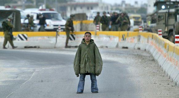 De Palestijnse jongen Hussam Abdo, die in 2004 met een bomvest aan het Hawara-checkpoint in de buurt van de stad Nablus benaderde. De bom kon onschadelijk gemaakt worden.