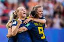 Stina Blackstenius is door het dolle heen nadat ze Zweden tegen Duitsland op voorsprong heeft gezet.