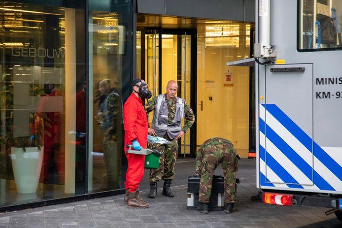 Vijf personen zijn onwel geworden in het Douane gebouw aan de Evert van der Beekstraat op Schiphol.