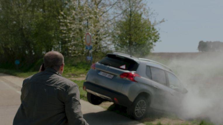 Mayra en Zoë hebben een auto-ongeluk.