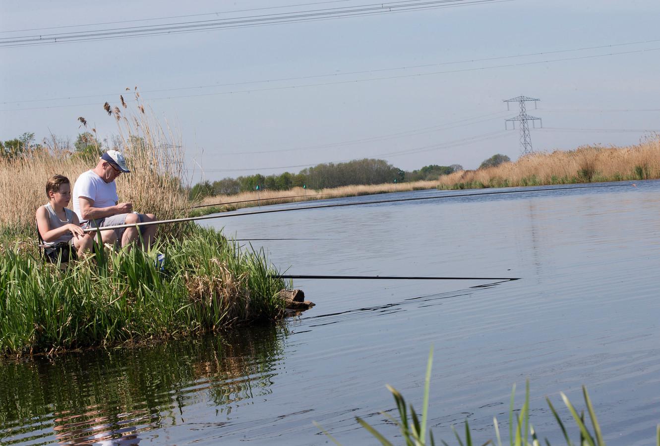 Vissen aan de IJssel.