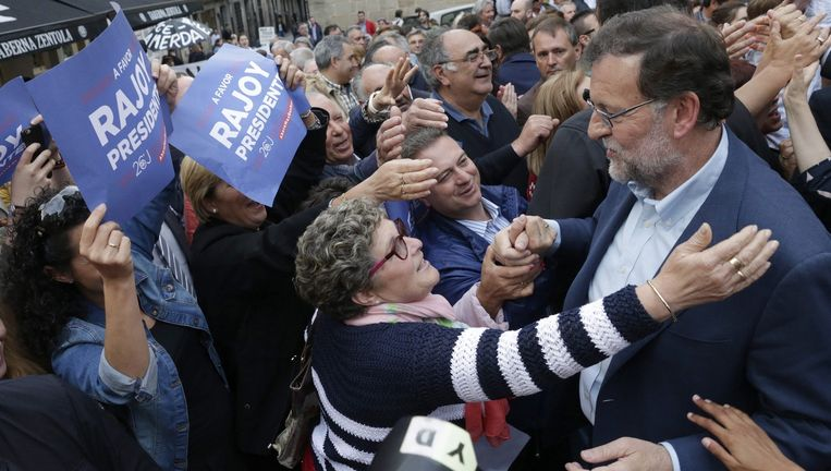 PP-leider en premier Mariano Rajoy op campagne in Pontevedra in Galicië. Beeld EPA