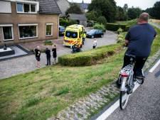 Man op scootmobiel rijdt van dijk af in Westervoort
