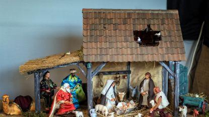 Gelenaar stelt unieke kerststallen tentoon