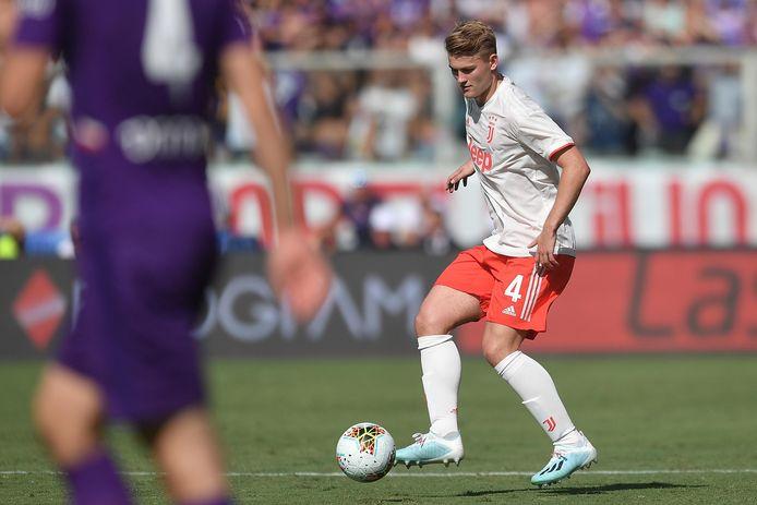 Matthijs de Ligt aan de bal tegen Fiorentina.