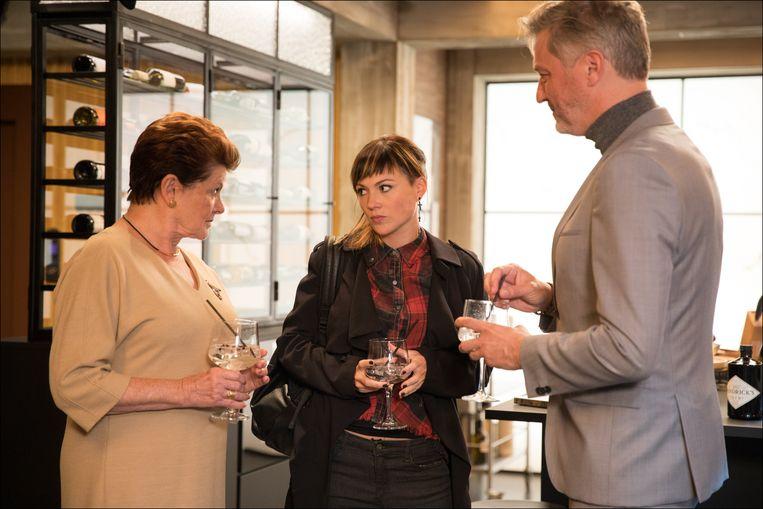 Janine Bischops met haar tv-kinderen in 'Familie': Erika Van Tielen en Kürt Rogiers.