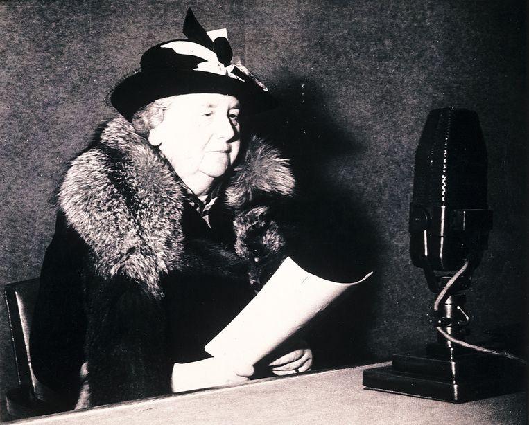 Koningin Wilhelmina tijdens een radiotoespraak in 1941. Beeld Benelux Press / ANP