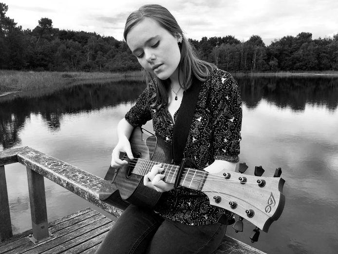 Roosendaalse zangeres Lisa de Bruijn debuteert met cd als Autumn Dream