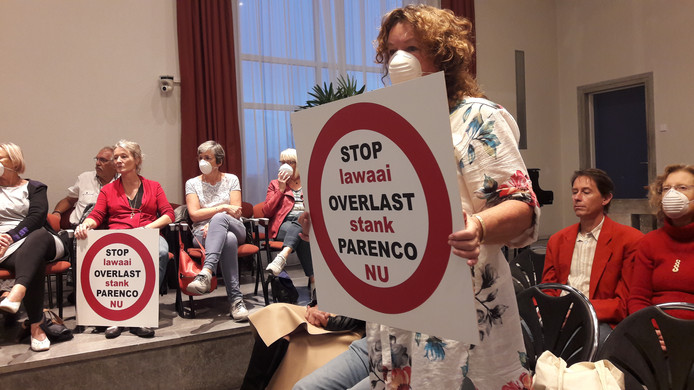 Stil protest tegen de stankoverlast van Parenco in de raadszaal in Oosterbeek.