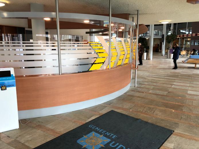 Sinds deze balie is dichtgemaakt, weet de bezoeker in het gemeentehuis van Uden niet meer waar ie moet zijn, aldus de PvdA. De partij pleit voor een meer gastvrije ontvangst.