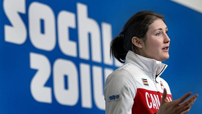 Anastasia Bucsis, schaatster van Team Canada, geeft na de persconferentie een interview Beeld Klaas Jan van der Weij