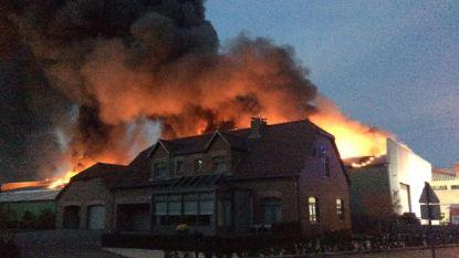 VIDEO - Bedrijven gesloten door gevolgen brand