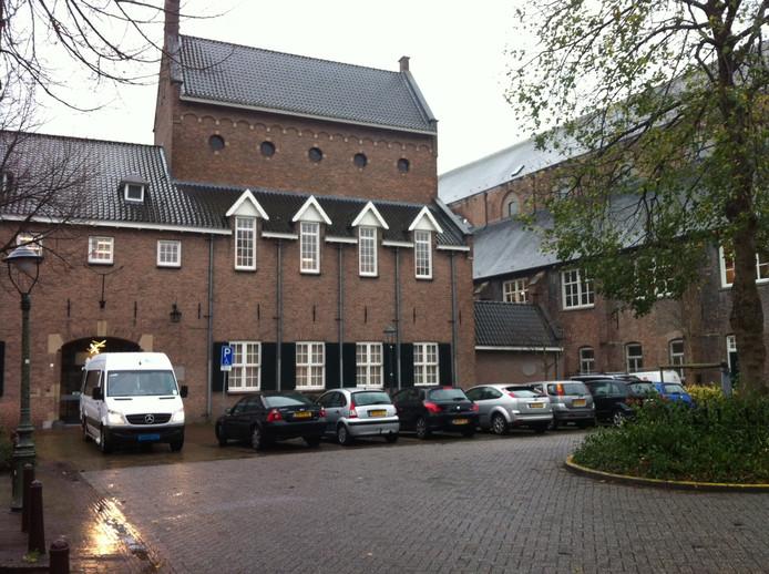 De ingang van de Reinier van Arkel groep aan de Bethaniestraat.