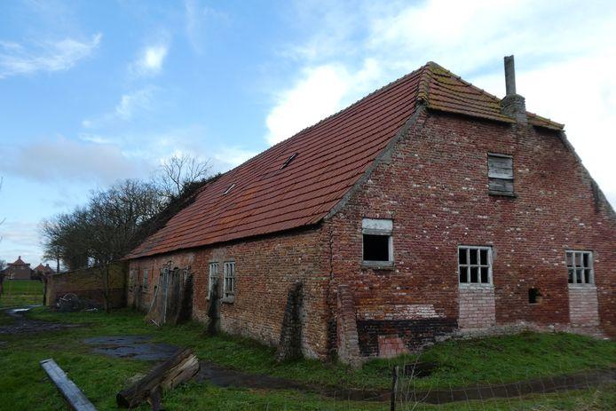 Het molenhuis van watermolen ter Steen staat al twintig jaar leeg en is in verval geraakt.