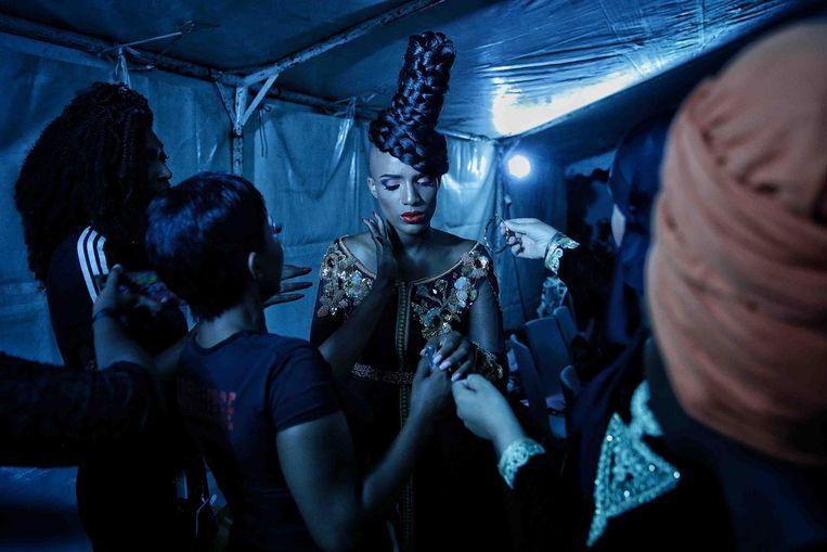 Achter de schermen tijdens de modeweek in Dakar. Beeld Finbarr O'Reilly