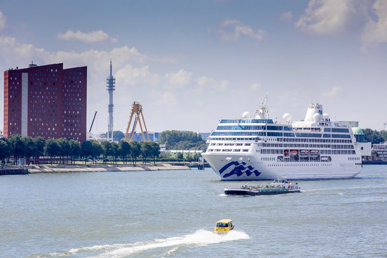 Cruiseschip The Pacific Princess eind juli in de haven van Rotterdam. Beeld EPA