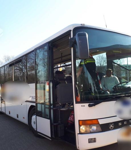 Bekeurd uitzendbureau: arbeidsmigranten hadden in twee bussen moeten zitten