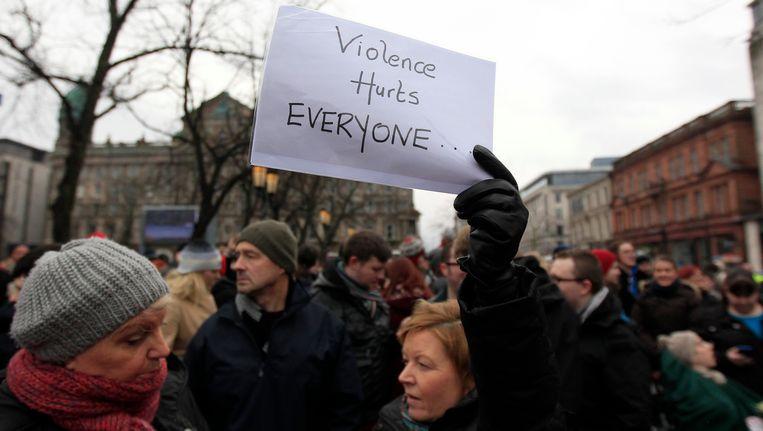 Ierse demonstranten houden een optocht voor vrede in Belfast in januari na een uitbarsting van geweld. Beeld Reuters