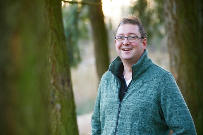 René Peters, van huis uit vooral wandelaar, gaat 'zwemmen tegen kanker'.