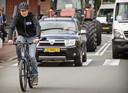 Steeds meer mensen bewegen zich per e-bike door het verkeer.