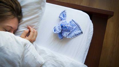Neem je beter geen hoestsiroop en helpt vitamine C? Huisarts scheidt feiten van fabels over je verkoudheid