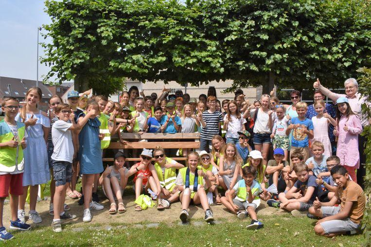 Het kinderparticipatietraject Djapo werd dinsdag afgesloten in het park Broeders Maristen, waar dankzij de inbreng van de kinderen twee nieuwe zitbanken staan.