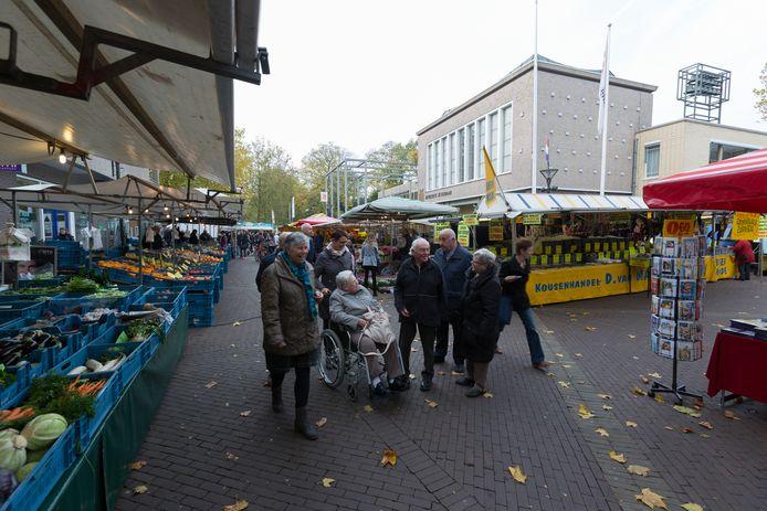 De markt in Zevenaar gaat voortaan voor het grootste deel eerder dicht. Archieffoto Bart Harmsen